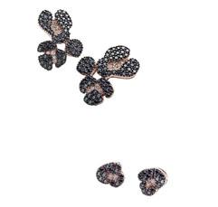 Brincos de ouro rosa com diamantes negros e brancos inspirados no jaguar