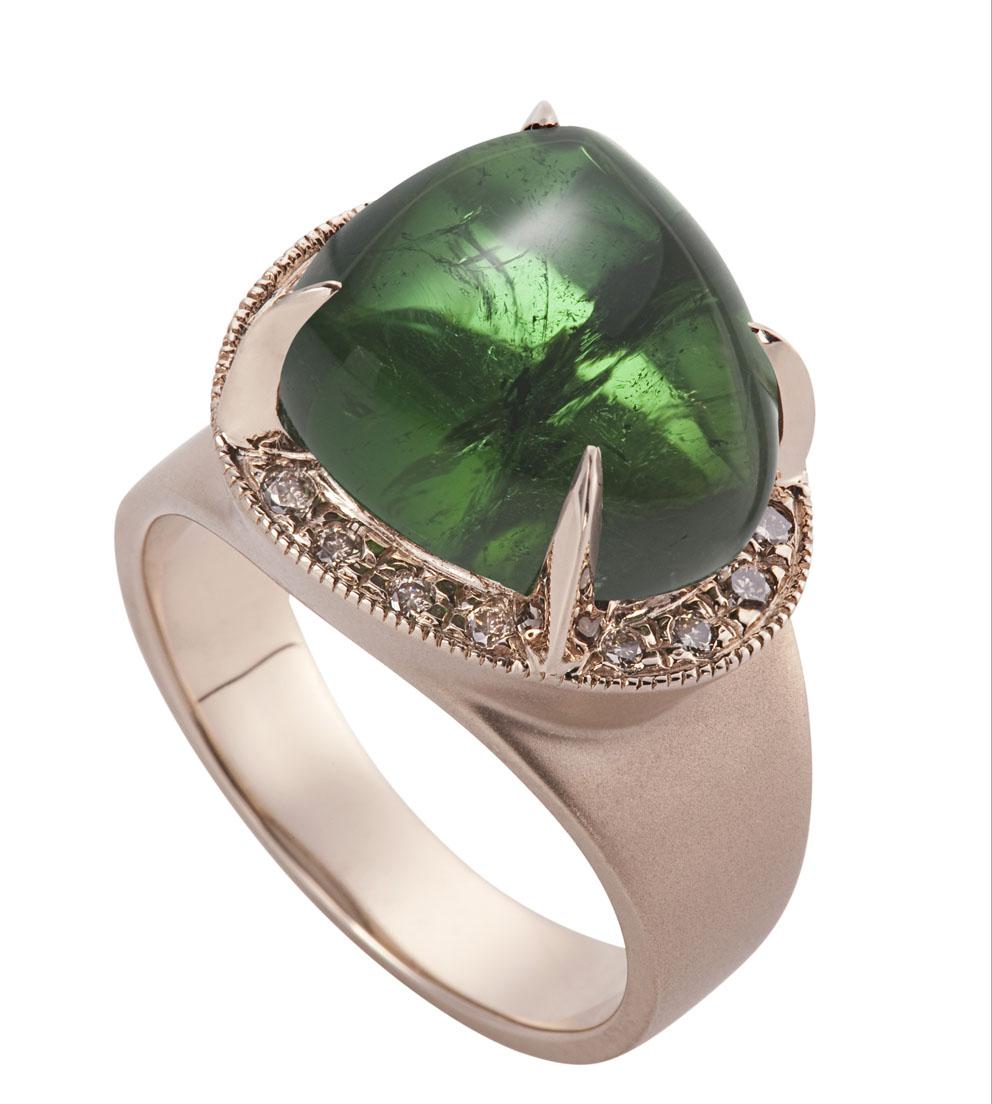 Anel ARVORECER de ouro rosé com turmalina verde e diamantes cognac