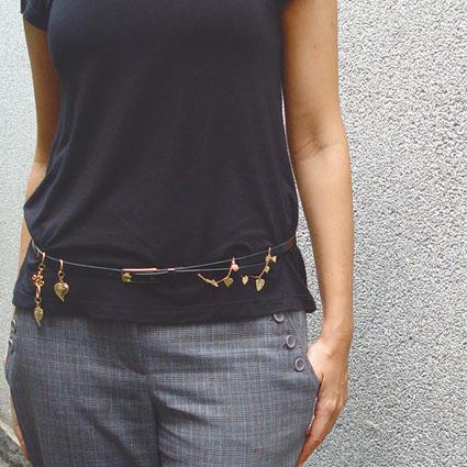 Coisa de fashionista: cintos cheios de penduricalhos