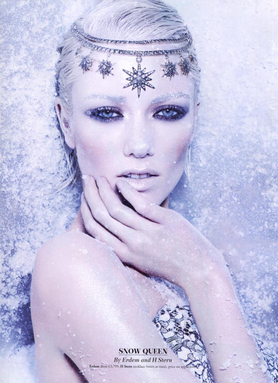Uma ideia diferente: colar Stars usado como tiara