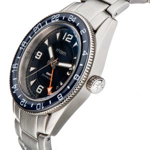 Novo relógio GMT, um belo presente para pais globetrotters!