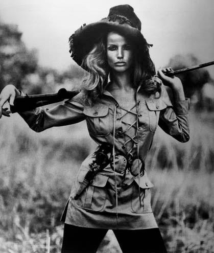 Veruschka com a jaqueta Safari - 1968 © Franco Rubartelli