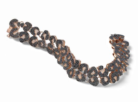 Pulseira inspirada na padronagem do jaguar com diamantes negros e brancos